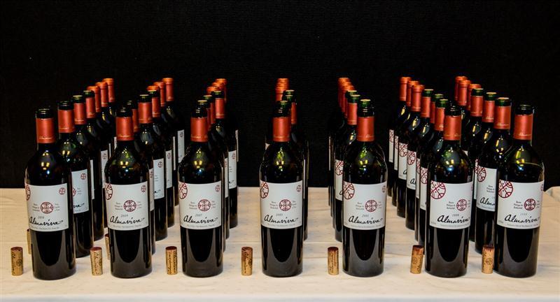 Vinhos da degustação vertical, perfilados para entrar em cena.