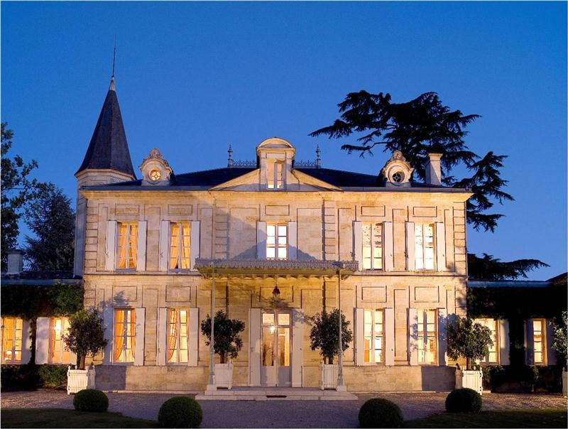 O clássico Château Cheval Blanc, referência obrigatória em Saint-Émilion, na margem direita da Gironde, em Bordeaux