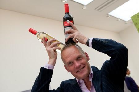 Tim Atkin MW, um dos mais conceituados críticos de vinhos, dá dicas para comprar Bordeaux bons e (ainda) baratos. Aproveite...