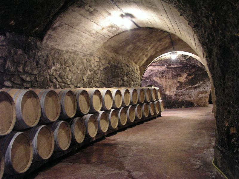 As antigas Cuevas das Bodegas Valduero abrigam as barricas dos vinhos Reserva e Gran Reserva