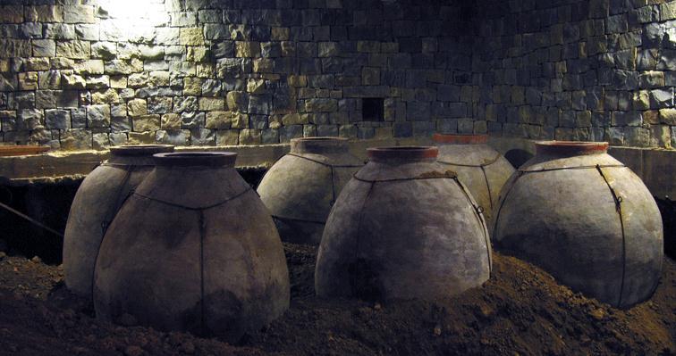 Ânforas de Fermentação, usadas na elaboração dos Vinho Laranja