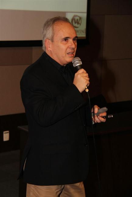 Arthur Azevedo, durante a palestra na Saraiva Megastore